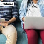 søskende surfer på internettet